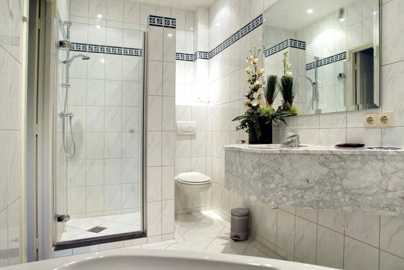 Hotelkamer badkamer